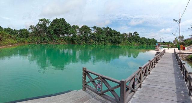 Danau Biru Tewang Rangkang