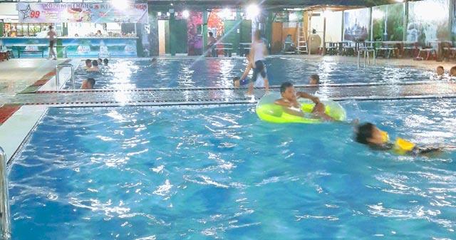 kolam renang 99 palangkaraya