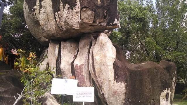 situs batu banama
